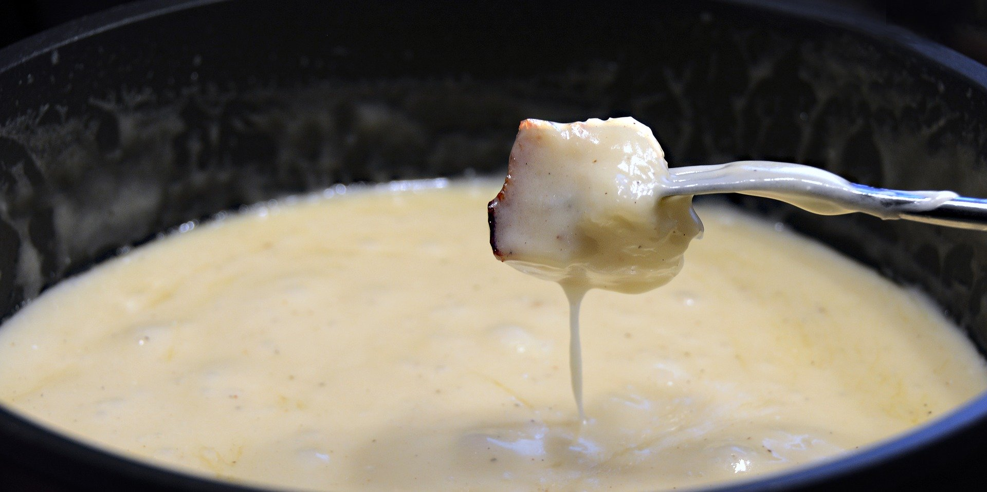 10 foods to try in Switzerland - fondue